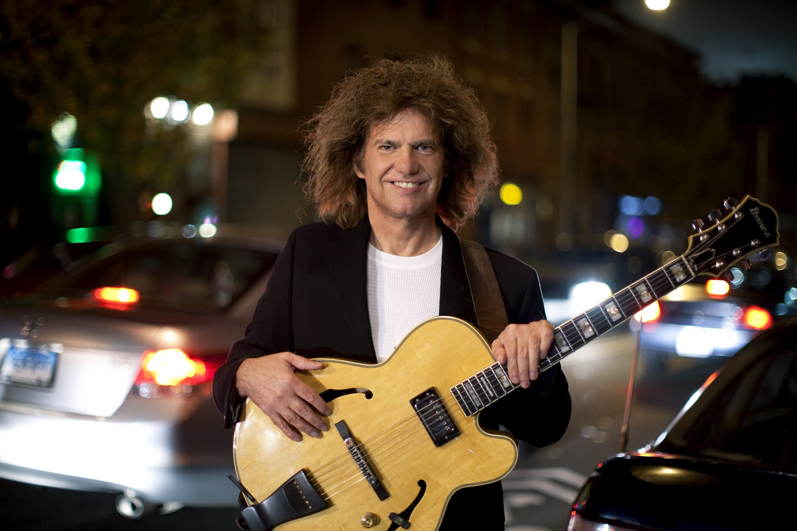 Pat Metheny reagenda sus dos conciertos en Chile para fines de 2021