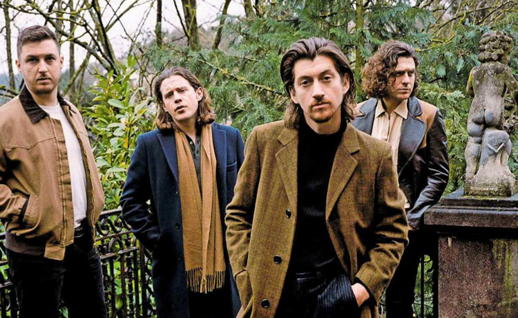 Arctic Monkeys estrena un video en vivo de 'Arabella'