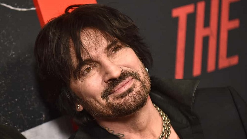 Tommy Lee retoma su carrera solista con 'Demon Bitches'