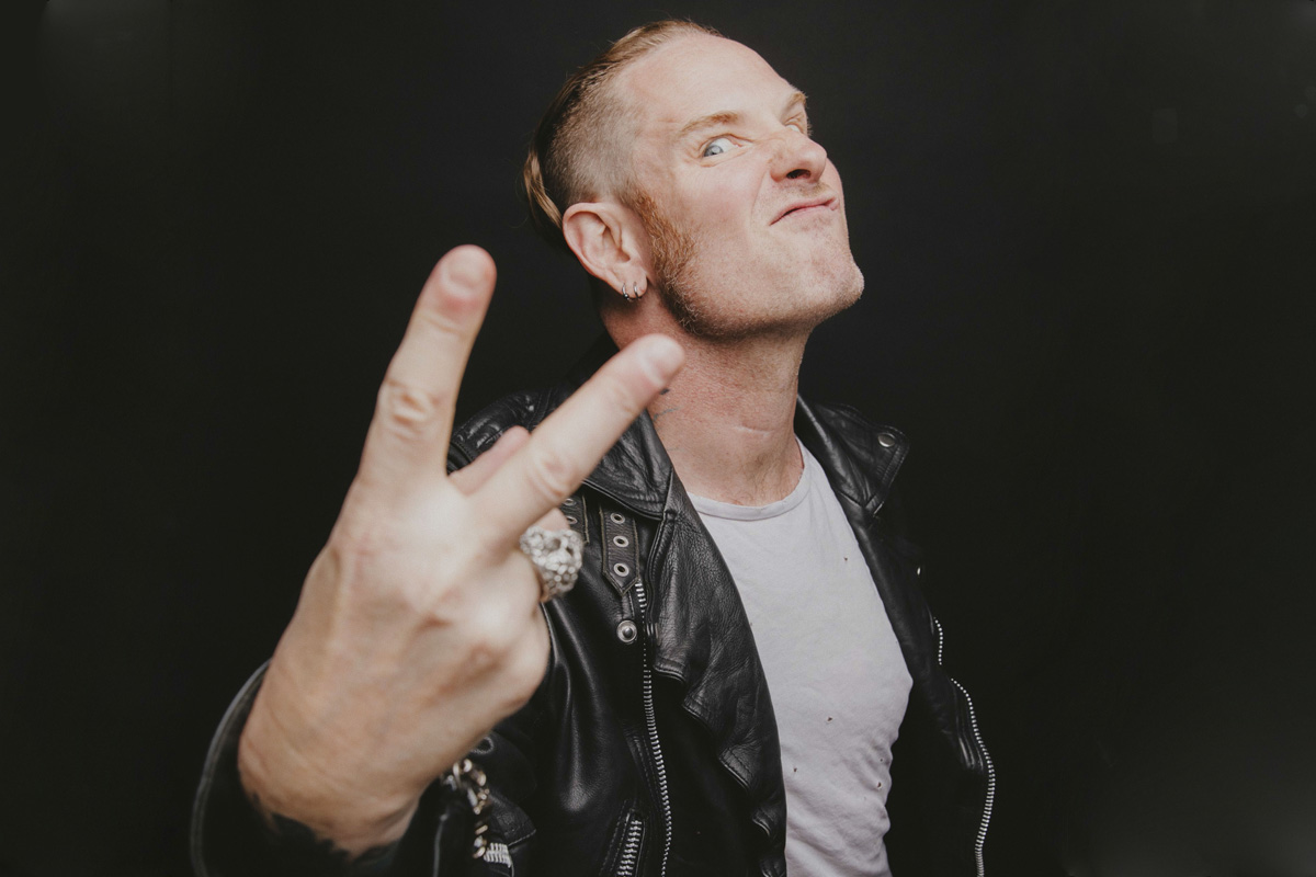 'Carry On': Corey Taylor incursiona en el legado de Crosby, Stills, Nash & Young