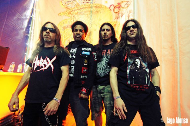 Hirax y At War en el Bar �xido