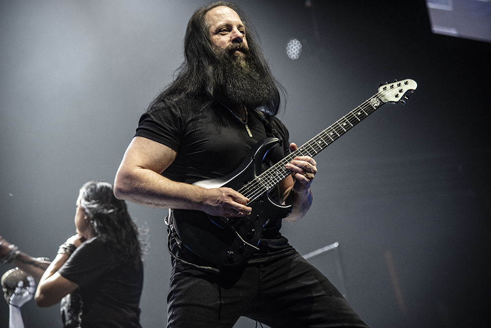 Dream Theater: Live scenes from Santiago